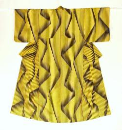 From the mid-century kimono collection of Haruko Watanabe.  Found here (via weirdfriends).