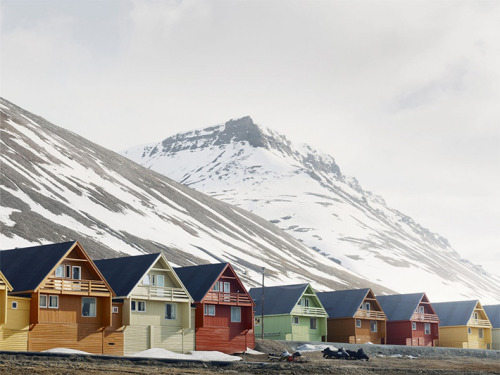 Svalbard - a place where from April to August, the sun never leaves the horizon, and from October to February and does not appear in the sky. (via)