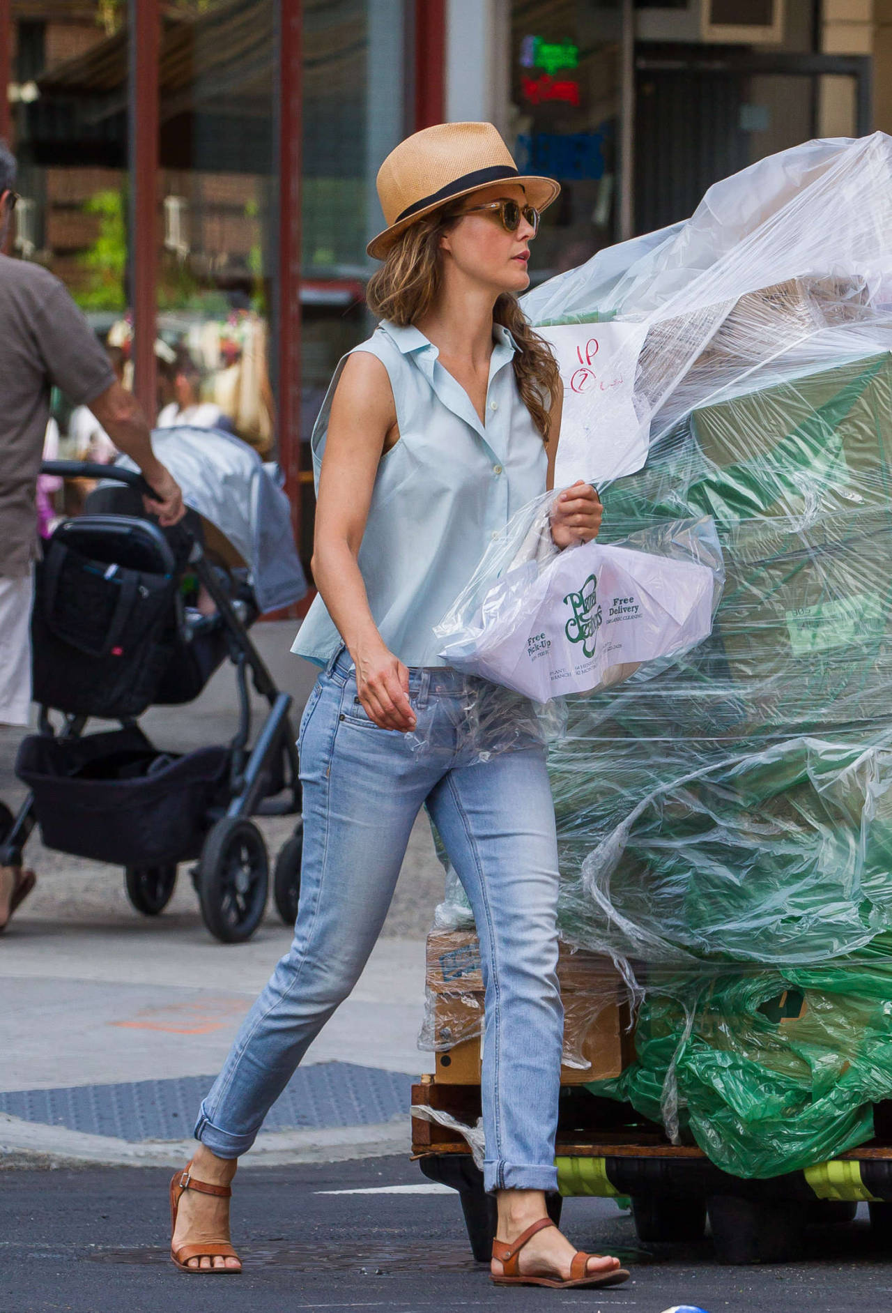 Keri Russell - voguesque--style #keri russell#brooklyn #nyc.new york city #new york#jeans#celebrity#celebs#famous#fashion#style#girl#cute#beautiful