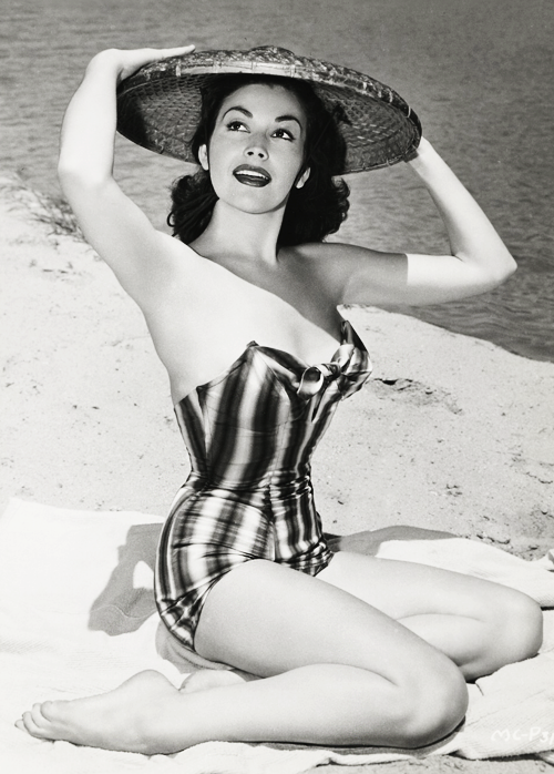 vintagegal:  Mara Corday c. 1956