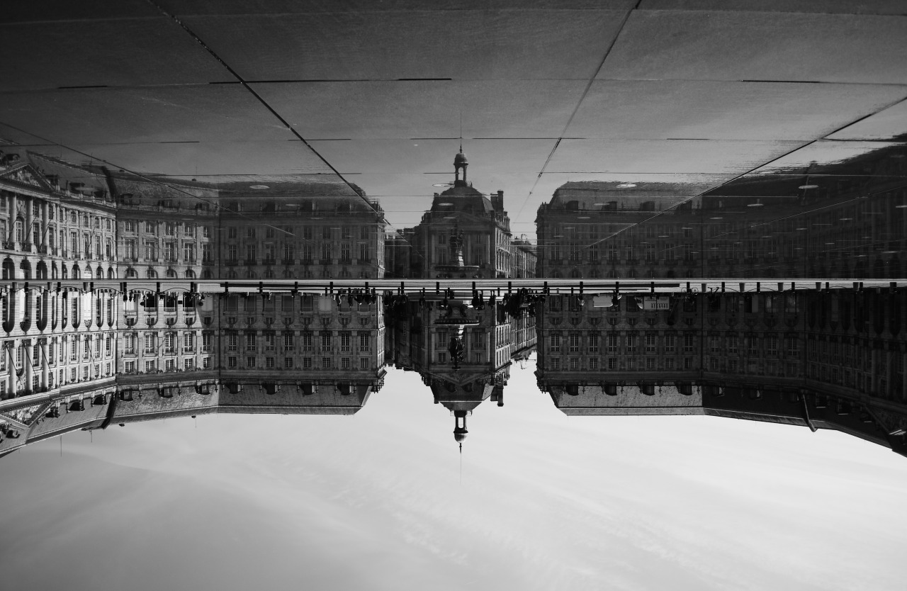 lensblr-network:  Place de la Bourse, Bordeaux, France by Charles Collongues  (charles-pictures.tumblr.com)