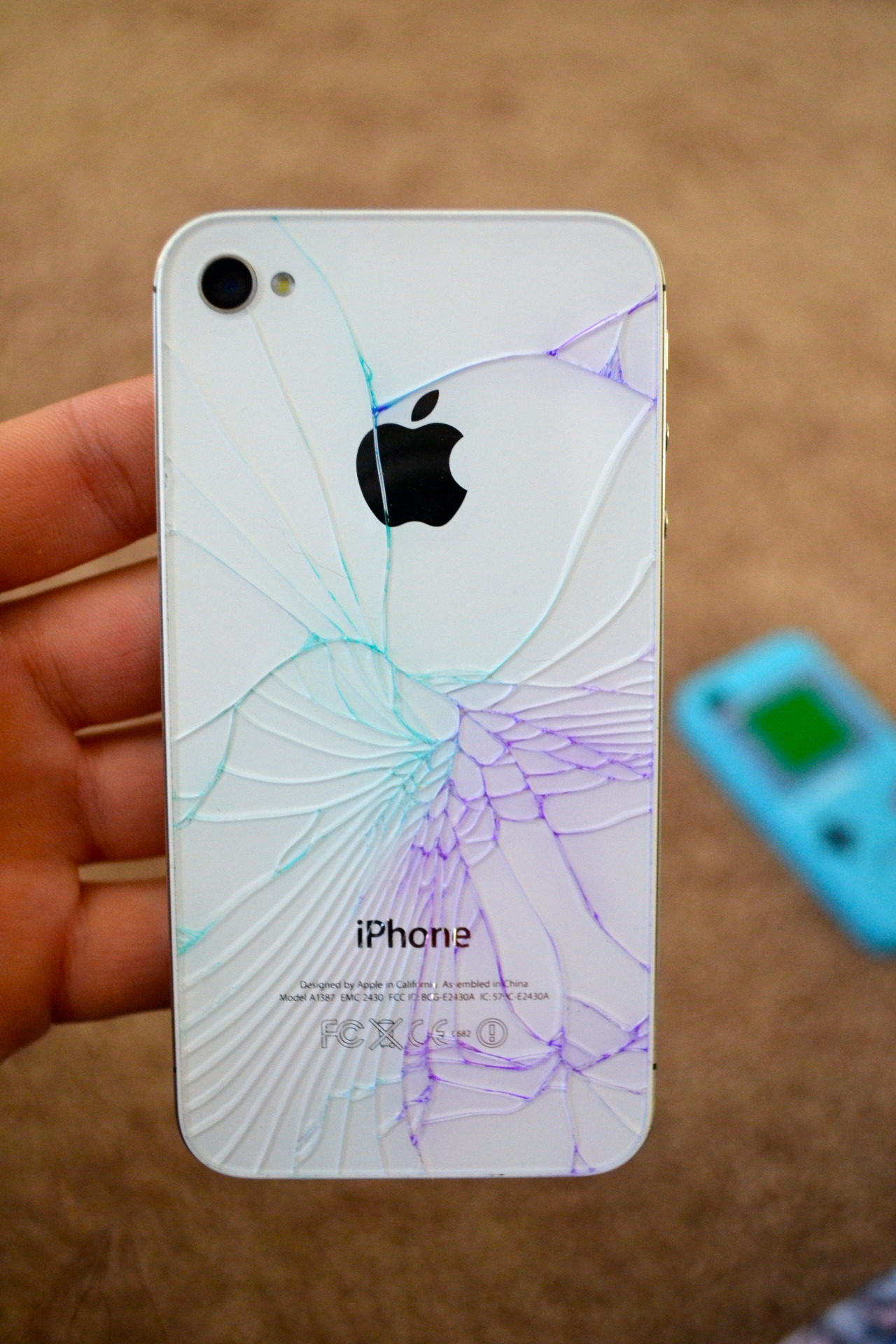 tumblah-unfamous:  colored my phone c: but im sad i cracked it :/