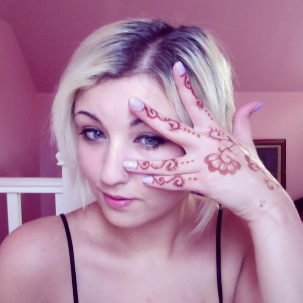Hellooo :3 #henna now its all finished  #mehndi #hand #me #self #art #face #flower #design
