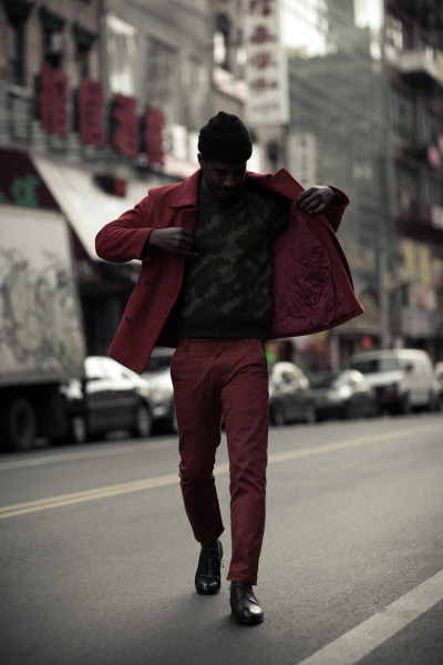 Red on red on camo. Feature Etiquette : Armando Cabral