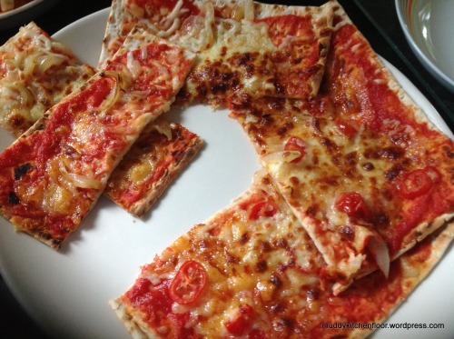 muddykitchenfloor:  Very Quick PizzaWhat to have for lunch, when you really fancy something warm and tasty, but don't have much time.…View Post
