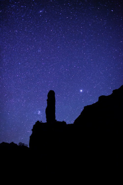 "llbwwb:  Stars over a sedimentary pipe formation in Kodachrome Basin (by IronRodArt - Royce Bair (""Star Shooter""))"