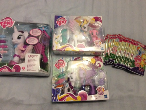 I bought some pony today. They finally started selling MLP trading cards in the UK so I bought 21 packs, also finally found a fashion style Rarity so grabbed that as well as these double pony packs with Luna and Celestia.