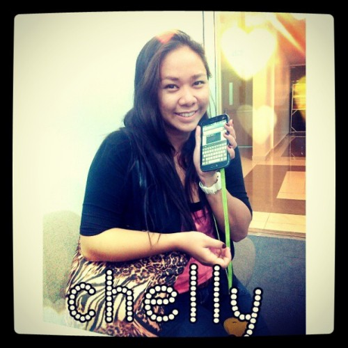 Looks like she won! #laughtrip #newbaby #newcellphone @bruhita u look so #pretty :-)  (at Insular Life - Cebu City)