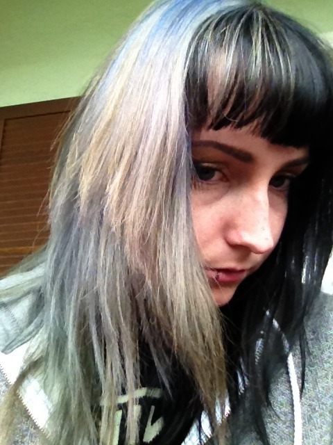 my hair was once blue and now it is shit