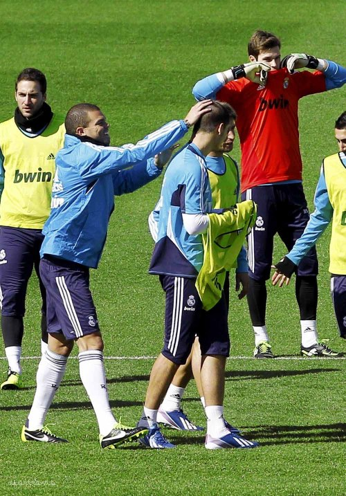 15/03/2013 finally, Pepe found a new head to play with xD