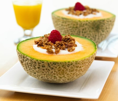 anothersunnyyyday:  Healthy Breakfast Idea: Yogurt Filled Cantaloupe