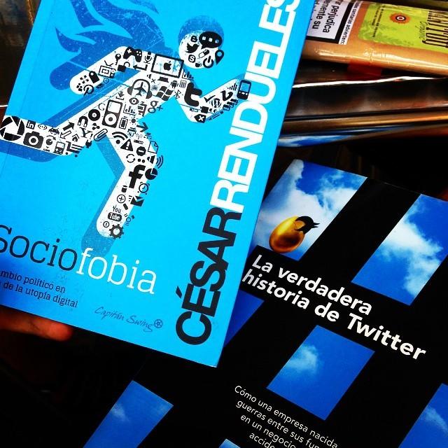 Dos libros que petan el cerebro, cada uno con su merca. #Sociofobia #Twitter #Books #Libros #Mindblowing