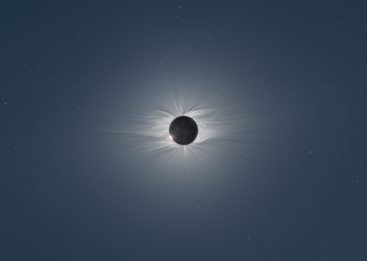 photojojo:  In June of 2009, a rare total solar eclipse blanketed certain portions of the planet in total darkness. Czech photographer Miloslav Druckmüller traveled to the middle of the Pacific ocean to the Marshall Islands to capture the incredible event. To create the photos above, he compiled over 40 images shot from two different cameras. Total Solar Eclipse Captured From the Middle of the Ocean via Notcot