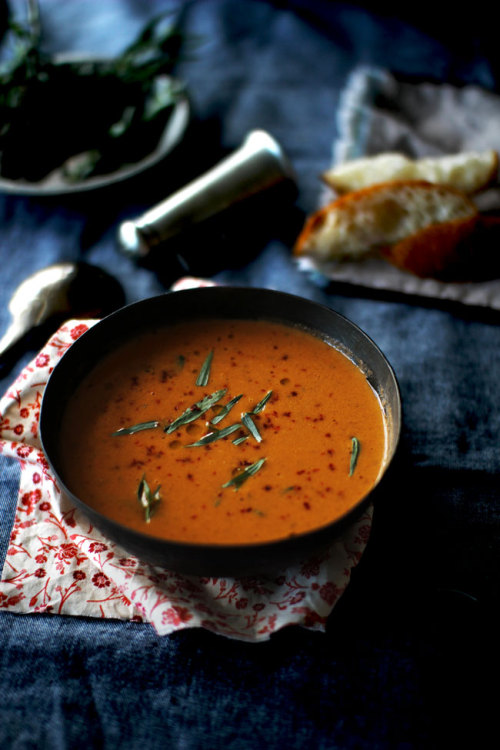 kiyoaki:  (vía Tomato Soup with Fresh Tarragon | The Flourishing Foodie)