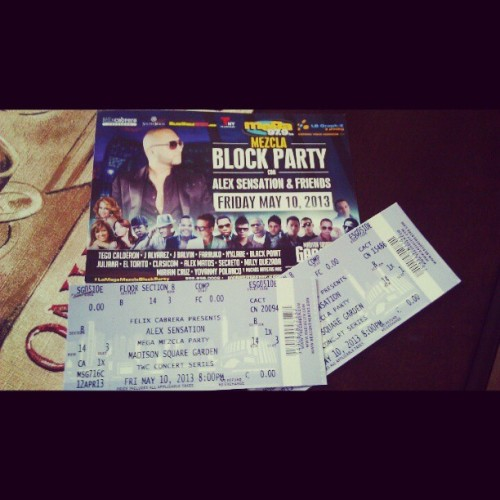 Mezcla Block Party Tickets! Front & Center! My Mom is the best! Out with @raysthatdude @la_ninabonita @dianacristina #concert #lamegamezclablockparty #party #drinkbitch #momisthebomb #VIP #free #nyc #madisonsquare