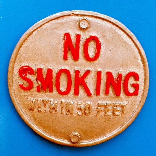 #sign #signage #warning #plate #nosmoking #no #smoking #badge #vintage #retro #type #typography #typevstime #round #circle #foundintheround #blue #bluelicious
