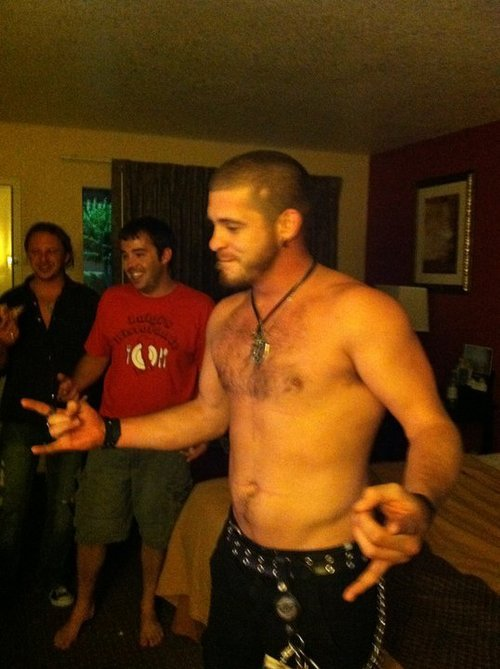 bottombearcub:  Country star Brantley Gilbert is so hot.