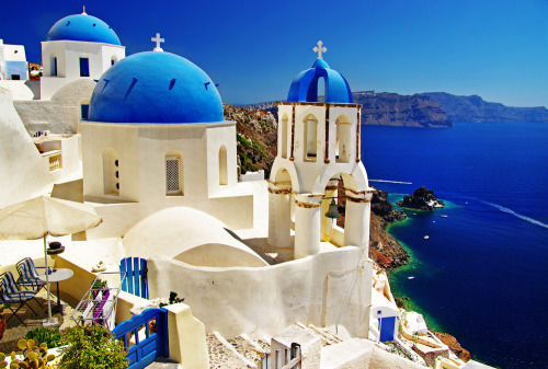 We are dreaming of Santorini today.