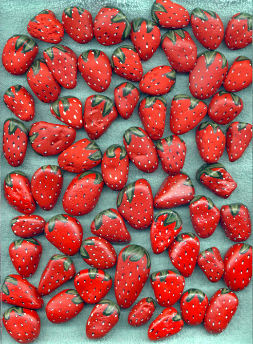truebluemeandyou: DIY Easy Painted Strawberries. I was shocked when I saw this was my most popular post on Pinterest (using Pinterest's analytics). The second was the shower curtain turned headboard/wall art here, and the third was the the two tutorials for the Bina Brianca Wrap here.    Painted Rocks: Strawberries. *I liked the photo and there happened to be a tutorial. Rock paintings by Lee Wismer here. Step by Step directions on how to paint strawberries here.