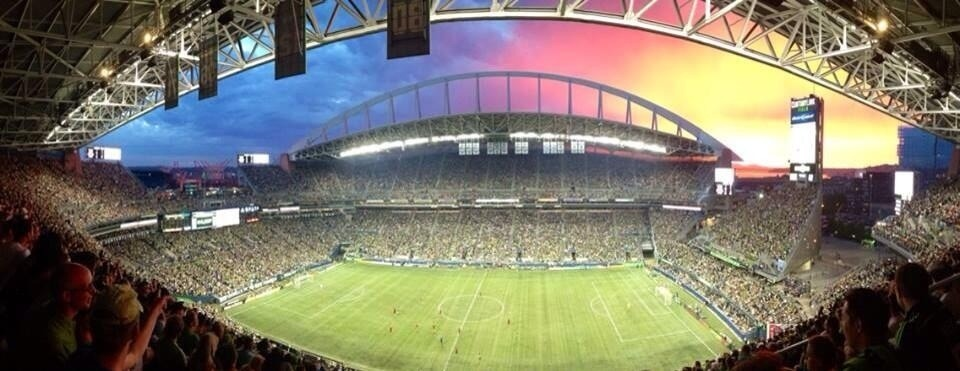 Full house tonight at CenturyLink! #SEAvPOR And we even got some rain, the sky was amazing.  Credit: @josh12green