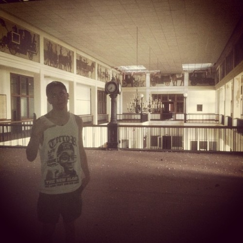 Abandoned building exploring with @jerryordie and @skullface_yungin