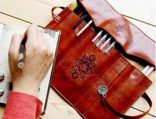 sense-and-fashion:  Cosmetic Brushes Foldable Bag