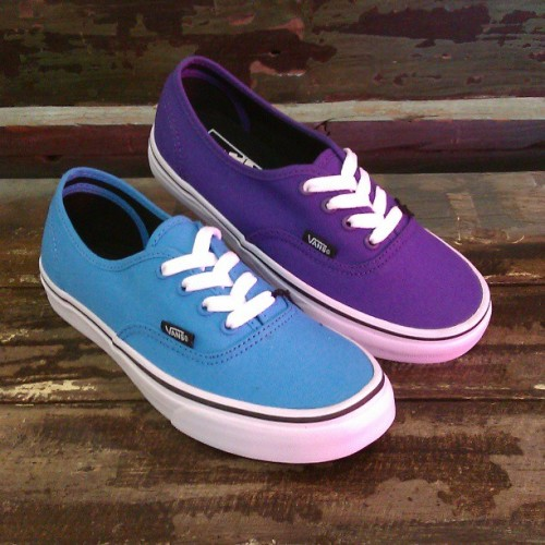 Malibu Blue & Prism Violet Band Authentics #vans #vansgirls #sneakers #spring #authentics #abbadabbas #l5p #fashion #style