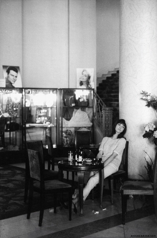 Anna relaxes at the 13th Cannes International Film Festival, 1960.