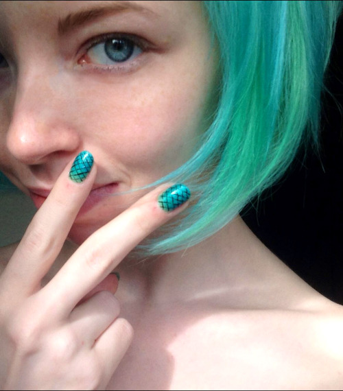 lovelydyedlocks:  Support Mermaids everywhere!Diluted Atomic Turquoise with an Electric Lizard streak (Manic Panic)