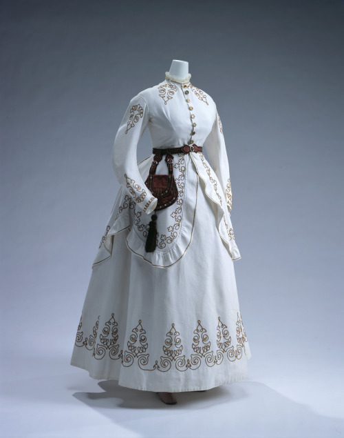 Day dress, 1867-68 From the Kyoto Costume Institute