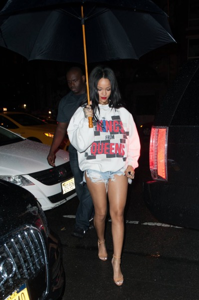 rihannainfinity:  Rihanna out and about at night in New York (8.21)