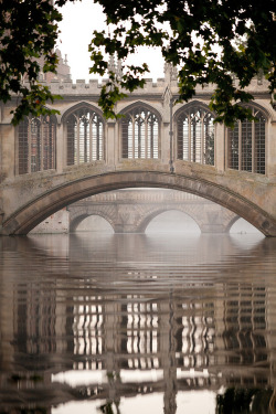 dailydoseofstuf:  Bridge of Sighs (by Cambridge University)