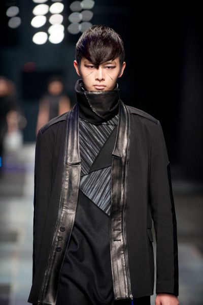 Model wears Demoo Park Choon Mooat Seoul Fashion Week