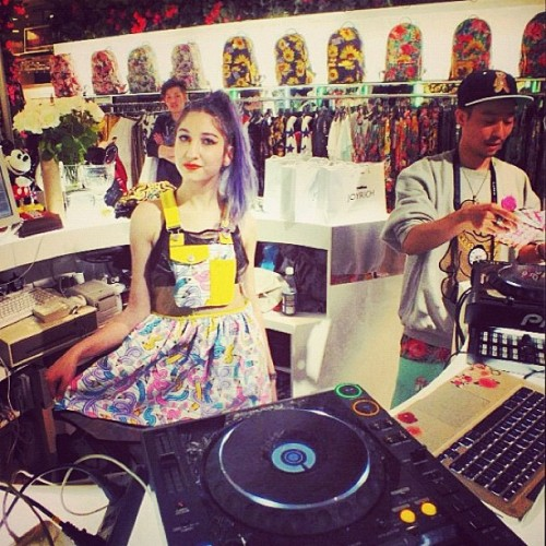 n1ki:  Playing gwen stefani at the joyrich store in harajuku! ✌