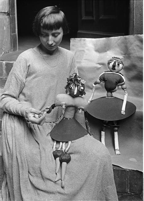 yama-bato, chagalov:  Hannah Höch with the puppets representing her daughters Pax and Botta, ca 1920 -by Willy Römer   [+] from BPK, Berlin via RMN
