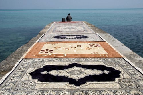 weepling:  Jalal Sepehr, Water and Persian rugs, 2004