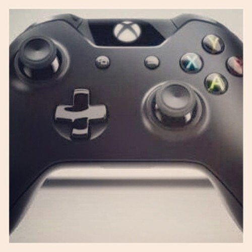 sannguine:  myacherrymonroe:  Too gorgeous! #love #NewXboxController #XboxOne #XboxReveal💚💚💚