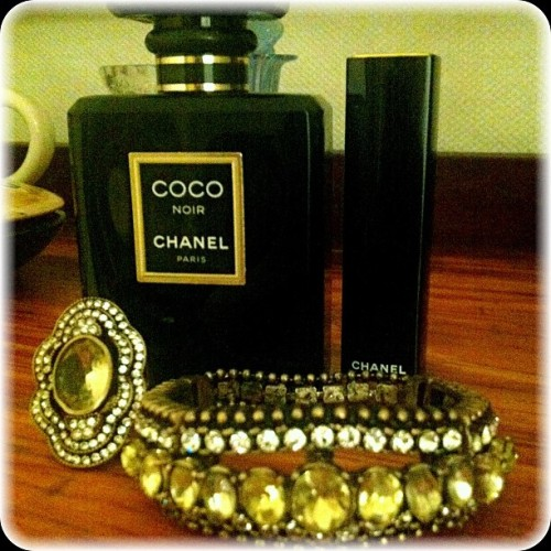 #fashion #jewelry #chloeandisabel #art #deco #ring #vogue #magazine #chanel #accessories #glam #vintage #style #losangeles #fashiondiaries #fashionlove #instafashion #picoftheday #photooftheday #iphoneonly  (at Chloe + Isabel by Liz)