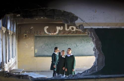 fotojournalismus:  Gaza children return to school | September 14, 2014 (Sources:1,2,3)