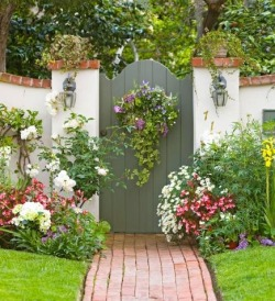 pictureperfectforyou:  (via Great Garden Gate Ideas | Midwest Living)