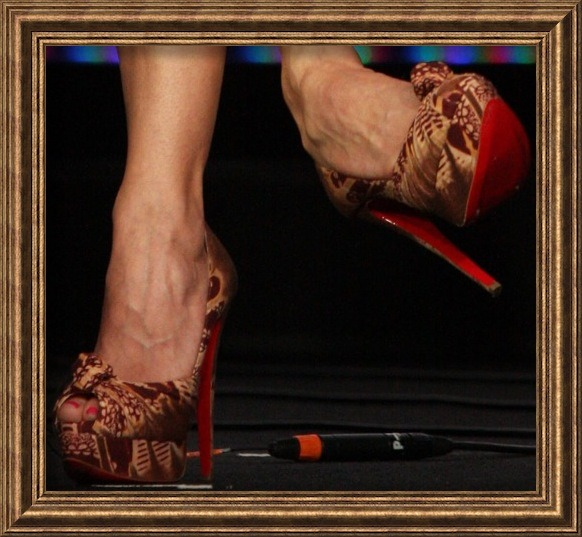christian-louboutin-pumps-keri-russell feet toes and heels