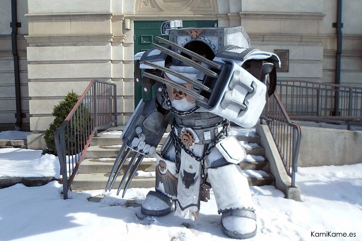 sakafai:  OMG!!! Super awesome Space Marine Terminator cosplay  What. The. Fuck? cosplay!!!!