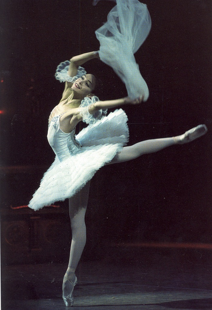 gavrilushka:  sovushka-en-pointe:  Daria Pavlenko as Raymonda  I love this variation in Raymonda :')