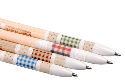 Checkered Woody Erasable Ink Pens Designs(From left): Blue | Brown | Red | Green Type: Erasable Ink Pens Length: 14.5cm Black Ink: Brown | Red Design Blue Ink: Blue | Green Design 0.5mm tip This pen comes with an eraser on the cover.  Gel Ink is erasable.  Refills for this pen will be stocked soon.  SGD$1.80 each  Detail: