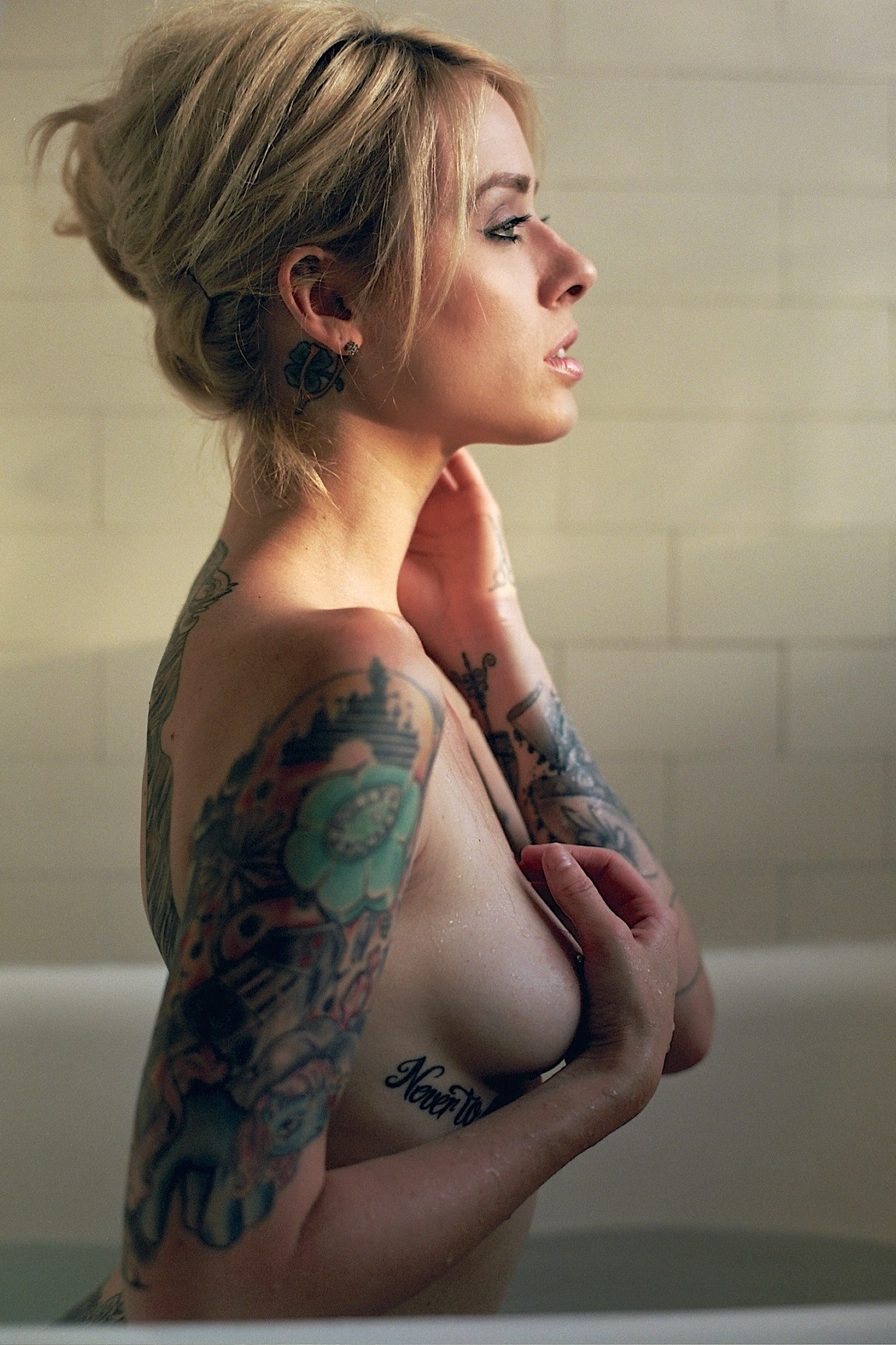 eat-sleep-ink:  Girls, Tattoo's and Scenery here