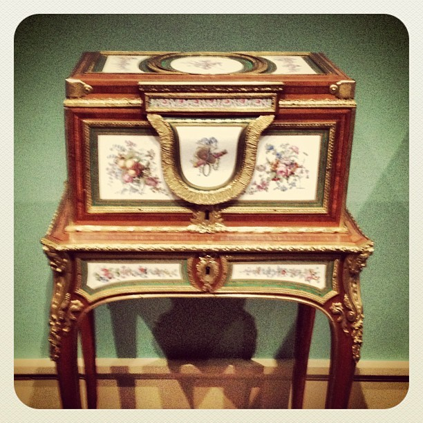 * now that is a #jewelry #vanity !… Some lovely things at the #met *