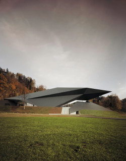 (via The Tiroler Festspiele Erl's new Festival Hall by Delugan Meissl Associated Architects | Yatzer)