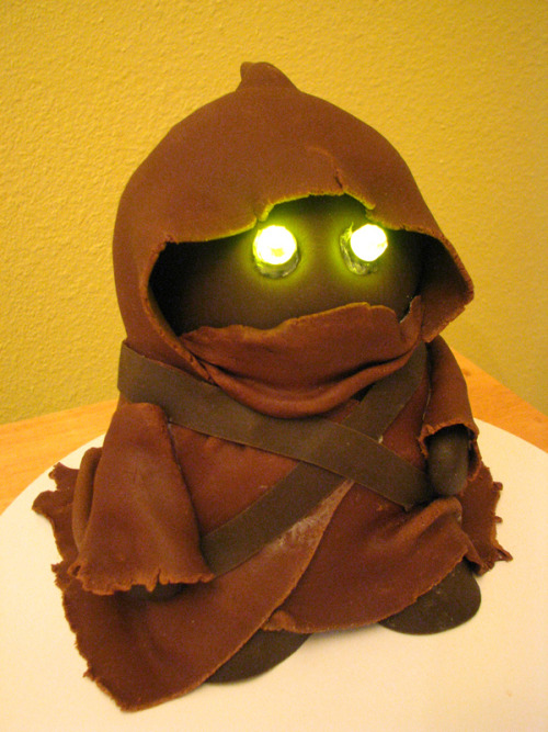 Jawa Birthday Cake (by Fat Tony 1138) (via)