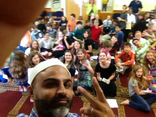 salmaantoor:  rootsprogram:  Brother Nadeem Siddiqi hosting 120 students from a local school on a discussion about Islam.  Knoxville.   Peacez