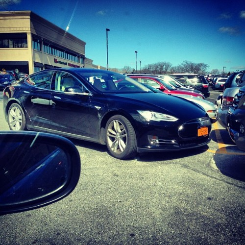 Tesla at the bagel shop #tesla #car #carporn  (at Greenvale Bagels)